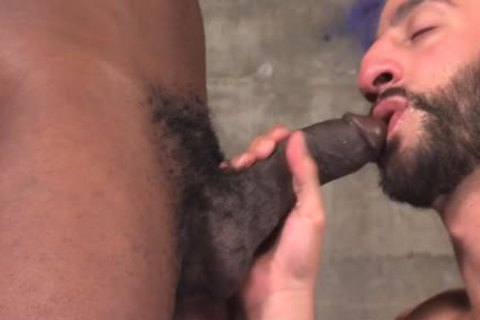 Muscled dude Cums Bbc
