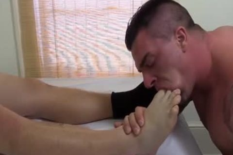 Tattooed And pumped up Hunk Swallows His superlatively valuable Blokes Feet