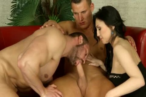 bisexual Muscle 3some
