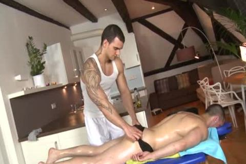 Muscle Daddy pooper job And Massage
