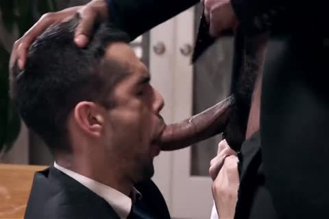 Giving Your dark Boss A oral enjoyment And Getting Barebacked