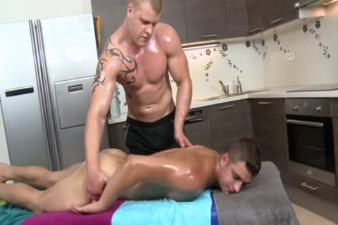 Muscle Daddy a bit of ass With Massage