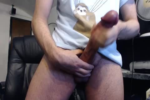 Monster wang Cums On cam (it's big)