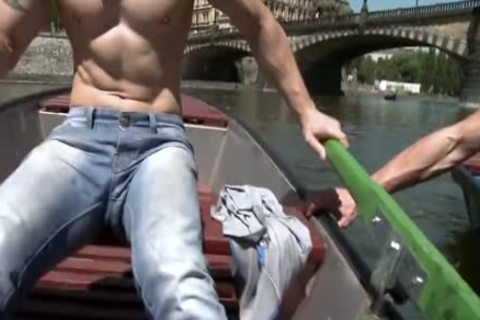 Muscle Daddy Public ass With cumshot