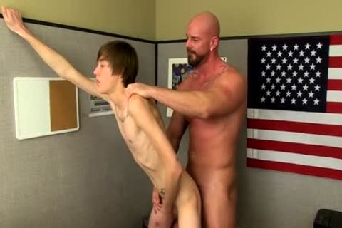 Muscle twinks pooper sex With cumshot