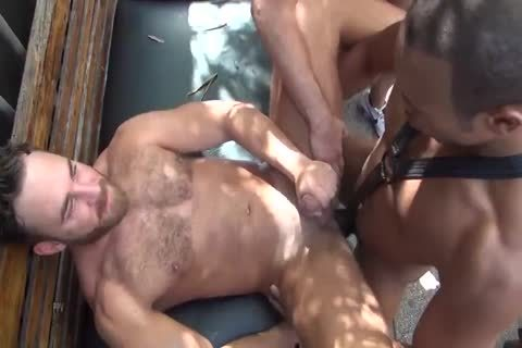 MusclePup Logan Moore receives bunch banged & Barebacked bang
