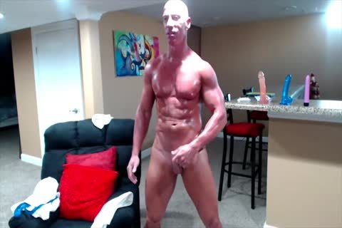Tanned Muscle daddy On cam