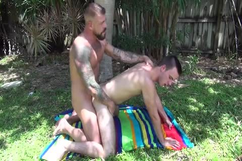 biggest Dicked Muscle Daddy With wild Pig twink