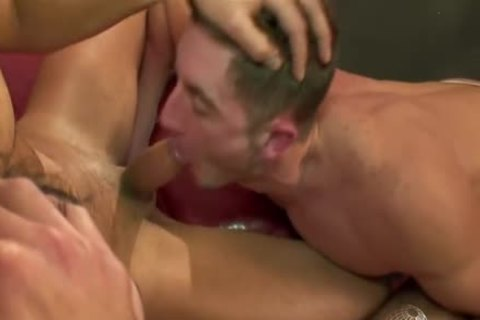 World Of males - Macanao Torres, Juan Lopez pound Elio Guzman.avi