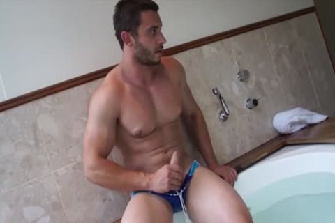 Muscle Jack In The beautiful Tub With James Nowak