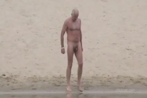 Spy daddy men And Grandpas Swimming naked