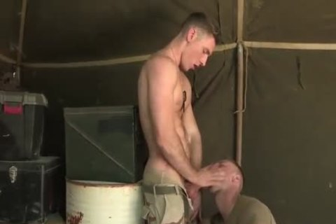 American Soldiers fuck whilst On Duty (condom)