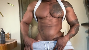 ExtraBigDicks.com: Solo Max Konnor shows black cock
