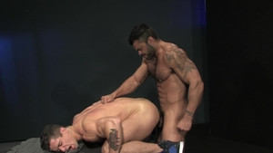 Raging Stallion: Bodybuilder Rogan Richards shows big cock